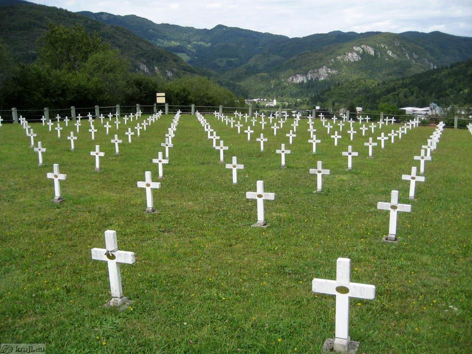 http://kraji.eu/PICTURES/gorenjska/bohinj_z_okolico/bohinjska_bistrica/pokopalisce_padlih_vojakov_1_sv_vojni/IMG_2579_bohinjska_bistrica_vojasko_pokopalisce_big.jpg